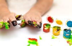Palme del ` s dei bambini in pittura variopinta Immagini Stock