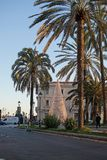 Palme e porto di crepuscolo di Paseo Maritimo con la luce di Natale d Fotografia Stock Libera da Diritti