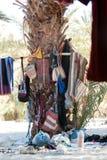 Palme in einem beduinischen Dorf in der Sinai-Halbinsel wird als Platz benutzt, um Sachen zu speichern lizenzfreie stockfotos