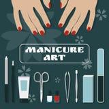 Palme femminili e un insieme degli strumenti e degli accessori per il manicure Fotografia Stock Libera da Diritti