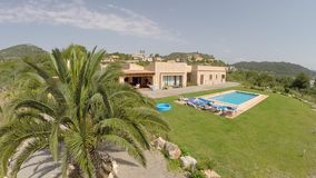 Palme, Luxus Finca & piscina privata - vista aerea, Mallorca stock footage