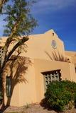 Palme und südwestliche Architektur Stockfoto