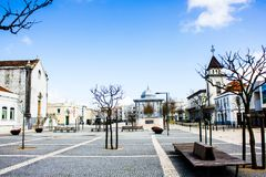 Palmela, Πορτογαλία: Largo de S João, το μεγαλύτερο τετράγωνο της πόλης Στοκ εικόνα με δικαίωμα ελεύθερης χρήσης