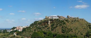 Palmela slott och historisk bypanorama Arkivfoto