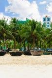 Palmen en Bamboeboten bij het Strand Danang Vietnam van China Stock Fotografie