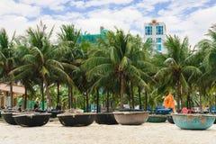 Palmen en Bamboeboten bij het Strand van China in Danang Vietnam Royalty-vrije Stock Fotografie
