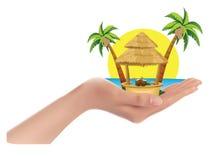 Palmen, het overzees, de zon, de cabine in grote hand, Royalty-vrije Stock Foto's