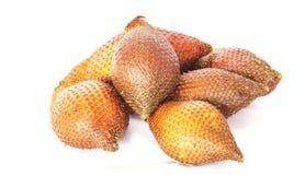 Palmenfrucht Salacca oder Salak auf weißem Hintergrund Stockbild