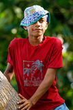 Palmera que sube del muchacho local en el pueblo de Lavena, isla de Taveuni, Imagen de archivo libre de regalías