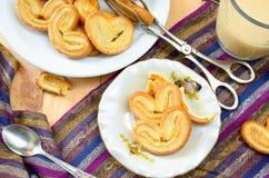 Palmeras - pasta de hojaldre dulce Galletas en forma de corazón con el azúcar Imágenes de archivo libres de regalías