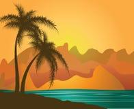 Palmiers contre les montagnes et la mer Photographie stock