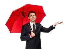 Palming вверх по человеку с зонтиком проверяет дождь Стоковая Фотография