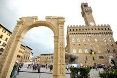 Palmira välva sig hedersgåva i mitten av Florence, Italien Arkivbilder