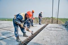Palmo del soporte de los trabajadores del puente Imagen de archivo libre de regalías