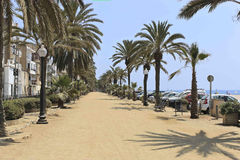 Palmsteeg op de waterkant Calella Stock Foto's