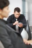 palmtop бизнесмена используя Стоковое Изображение RF