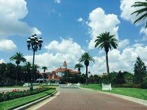 Palmträd och semesterort Royaltyfria Bilder