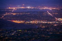 Palmy nocy Pustynna panorama zdjęcia stock