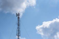 Palo ad alta frequenza di telecomunicazione Fotografia Stock Libera da Diritti