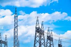 Palo ad alta tensione della centrale elettrica Immagini Stock
