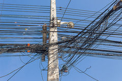 Palo ad alta tensione di elettricità Immagini Stock Libere da Diritti