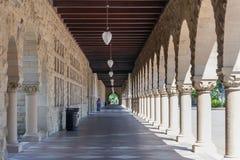Palo Alto, CA/USA - cerca do junho de 2011: Galerias de Stanford University Campus em Palo Alto, Califórnia Imagens de Stock Royalty Free