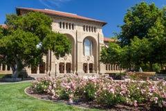 Palo Alto, CA/USA - circa im Juni 2011: Gebäude von Stanford University Campus in Palo Alto, Kalifornien Stockbilder