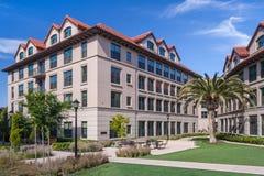 Palo Alto, CA/USA - circa im Juni 2011: Wohnschlafsäle von Stanford University Campus in Palo Alto, Kalifornien Lizenzfreies Stockfoto