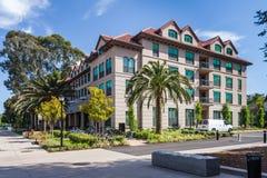 Palo Alto, CA/USA - circa im Juni 2011: Wohnschlafsäle von Stanford University Campus in Palo Alto, Kalifornien Lizenzfreie Stockfotos