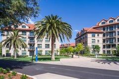 Palo Alto, CA/USA - około Czerwiec 2011: Mieszkaniowi dormitoria uniwersyteta stanforda kampus w Palo Alto, Kalifornia Obrazy Stock