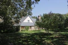 Palo Alto, Califórnia, em setembro de 2016 casa de Steve Jobs com árvores de maçã fotos de stock