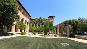 Stanford Palo Alto. Palo Alto, California, United States - August 13, 2018: courtyard of SIEPR: Stanford Institute Economic Policy Research. Stanford University stock video