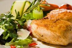 Palo cotto piccante del seno di pollo con sedano Immagini Stock