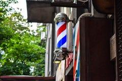 Palo d'annata del negozio di barbiere, negozio di barbiere classico immagini stock