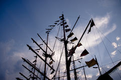 Palo de la nave con las banderas de señal Foto de archivo libre de regalías