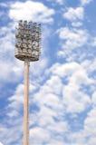 Palo del riflettore con il fondo del cielo blu Fotografie Stock