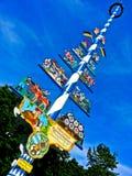 Palo della cuccagna bavarese tradizionale, Germania fotografia stock libera da diritti