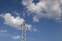 Palo di alta tensione di elettricità Immagini Stock Libere da Diritti