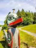 Palo di totem tribale nell'Alaska ketchikan fotografie stock