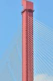 Palo diritto del cavo dell'acciaio e del ponticello Fotografia Stock Libera da Diritti