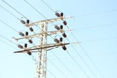 Palo e cavi di elettricità Fotografia Stock