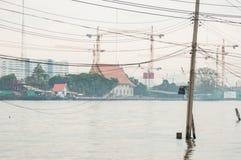 Palo elettrico in fiume Immagine Stock Libera da Diritti