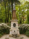Paloma de la estatua Imágenes de archivo libres de regalías