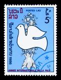 Paloma de la paz, bomba atómica destruida, año internacional de serie de la paz, circa 1986 Imagenes de archivo