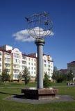 Paloma escultural de la composición de la paz La ciudad Langepas, Yugra fotografía de archivo