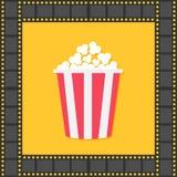 Palomitas Caja amarilla roja Marco del cuadrado de la tira de la película Icono de la noche de película del cine en estilo plano  Imagen de archivo