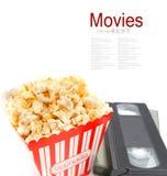 Palomitas en caja y cinta de video Imagenes de archivo