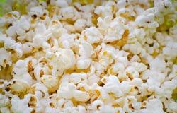 Palomitas saladas dispersadas Foto de archivo libre de regalías