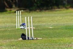 Palos de los cascos de la echada de los wicketes del grillo Imagen de archivo libre de regalías