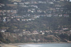 Palos Verdes από την παραλία νότιου Torrance κατά τη διάρκεια της κατάθλιψης Ιουνίου Στοκ Φωτογραφία